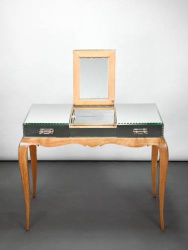 Mirroed dressing table