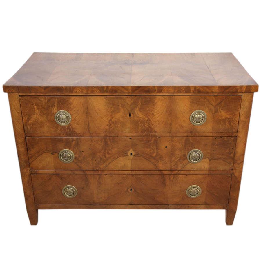 Walnut 18th Century Chest of Drawers